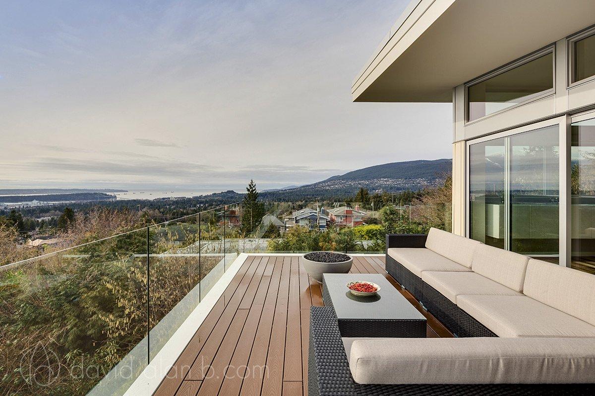 North Vancouver Custom Home Exterior Vista 02
