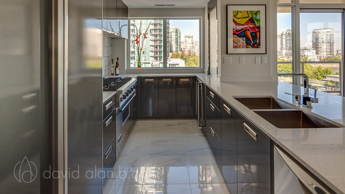 Yaletown, Vancouver - High Gloss Kitchen
